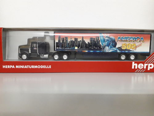 "Herpa 140829 Peterbilt CON Sleeper Movin Koffersattelzug ""America 500 years"" Skyline New York in OVP"